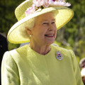 Elizabeth_II_greets_NASA_GSFC_employees,_May_8,_2007_edit